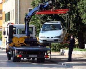 Auto wirrd aus dem Halteverbot abgeschleppt