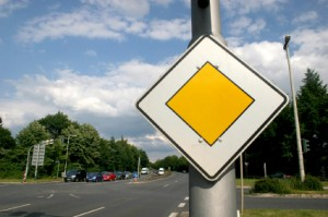 Vorfahrtsregeln auf der Vorfahrtsstraße