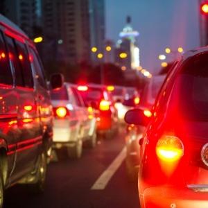 Das Bremslicht leuchtet immer rot.