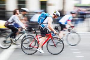 Zur maximalen Fahrradgeschwindigkeit macht das Verkehrsrecht keine Angaben.