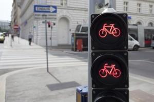 Noch bis Ende 2017 dürfen Sie die Fußgängerampel mit dem Fahrrad überqueren.