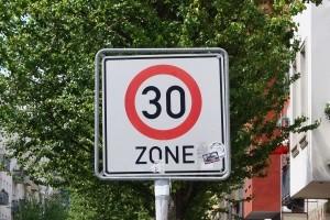 Auch Radfahrer müssen sich an die Geschwindigkeitsbegrenzung mit ihrem Fahrrad halten.