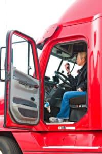 Wurde der Lkw überladen, gilt die Strafe sowohl für den Fahrer als auch für den Halter.