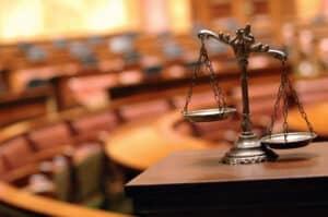 Ein Anwalt für Verkehrsrecht vertritt Sie auch vor Gericht, wenn außergerichtlich keine Einigung erzielt werden kann.