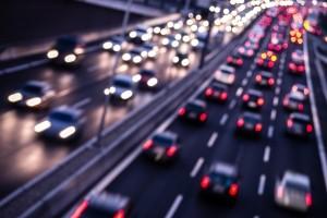Das Sonntagsfahrverbot für Lkw soll die Straßen entlasten.