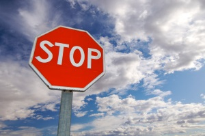 Das Stoppschild ist ein Vorschriftzeichen, das jeder sofort erkennt.