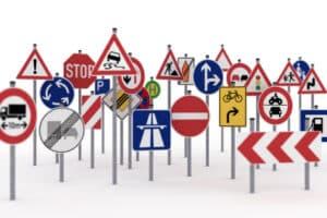Wie verhalten Sie sich bei diesem oder jenem Verkehrszeichen?