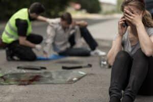Bei einem Auffahrunfall mit Personenschaden hat die Versorgung der Verletzten Priorität.