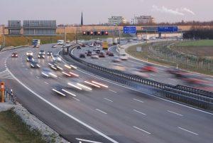 Vor allem ein Unfall auf der Autobahn kann aufgrund der hohen Geschwindigkeiten verheerende Folgen haben.