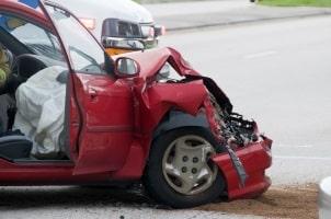 Bei einem Wildunfall kollidiert das Fahrzeug mit einem Wildtier oder es entstehen Schäden aufgrund eines Ausweichmanövers.