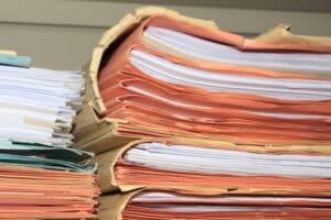 Haben Sie sich eine MPU-Begutachtungsstelle ausgesucht, kümmert sich die Fahrerlaubnisbehörde um den Papierkram.