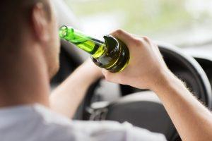 """Ein Fahrverbot kann im Ausland - vor allem in der Schweiz - beim Führerscheinentzug wegen """"Alkohol am Steuer"""" zu weiteren Strafen führen."""