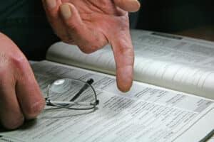 Um ein Fahrverbot zu verschieben, kann ein Einspruch gegen den Bußgeldbescheid helfen.
