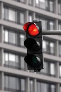 Sie haben eine rote Ampel überfahren und wollen das Fahrverbot umwandeln? So geht's!