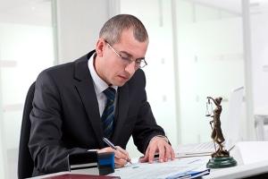 Ein Anwalt kann Sie dabei unterstützen, wenn Sie das Ergebnis von einem Blitzer anfechten möchten.