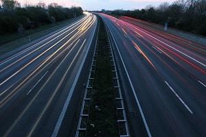 In der Schweiz auf der Autobahn gilt eine Geschwindigkeit von 120 km/h.