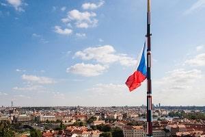 Beachten Sie die Verkehrsregeln in Tschechien, wenn Sie dort in den Urlaub fahren.