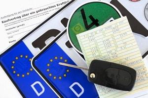 Überführungskennzeichen können bei der Zulassungsbehörde beantragt werden.