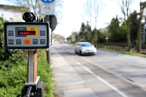 Die Laserpistole dient der mobilen Geschwindigkeitsmessung durch die Polizei.