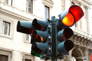 Vorsicht an einer roten Ampel: Mit einem Blitzer ist nicht zu spaßen.
