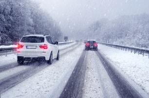 """Saisonkennzeichen: Bei Eis und Schnee fährt es sich mit der """"Winterhure"""" am besten."""