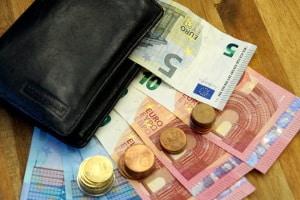 Saisonkennzeichen schlagen mit Kosten von 27 bis 32 Euro zu Buche.