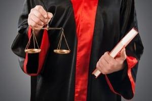 Kennzeichenmissbrauch ist strafbar nach § 22 StVG.