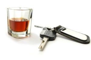 Sie riskieren den Führerschein trotz Promillegrenze z. B. bei einem Unfall wegen Alkohol am Steuer.