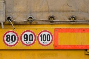 Die Autobahnrichtgeschwindigkeit gilt nur für leichte Kfz bis 3,5 Tonnen.