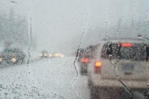 Auch auf der Schnellstraße muss die Mindestgeschwindigkeit den Sichtverhältnissen angepasst werden.