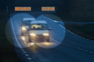 Bei 80 km/h: Ein Sicherheitsabstand von mindestens 40 Metern sollte eingehalten werden.