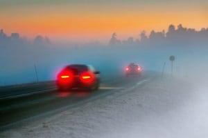 Vorsicht vorausfahrendes Auto: Der Sicherheitsabstand sollte bei Nebel verdoppelt werden.