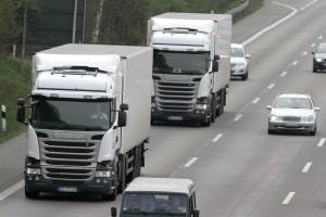 Abstandsunterschreitung: Für Lkw gilt ein Mindestabstand von 50 Metern.