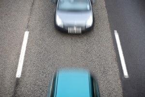 """Manchmal ist Drängeln im Straßenverkehr """"nur"""" als Abstandsverstoß einzuordnen."""