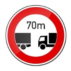 Besonderheit beim Lkw: Der Mindestabstand von Lkw auf der Autobahn ist festgelegt.