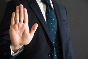 Ein Rechtsanwalt rät meist dazu, den Anhörungsbogen nicht zu beantworten.