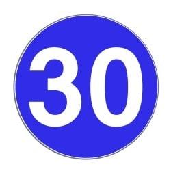 Bundesstraße: Eine Mindestgeschwindigkeit gilt nur, wenn dieses Zeichen sie vorschreibt.