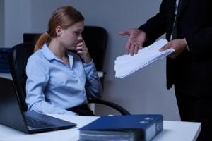 Der Arbeitgeber erhält den Zeugenfragebogen, wenn der Dienstwagen geblitzt wurde, der Fahrer also einer der Mitarbeiter war.