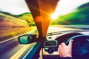 Fahranfänger begehen einen A-Verstoß, wenn sie 21 km/h oder mehr zu schnell unterwegs sind.