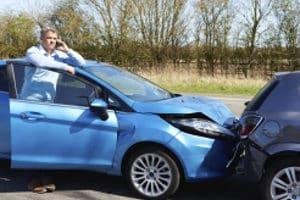 Bei einem auf der Dienstreise mit dem Privat-Pkw geschehenen Unfall spielt die Schuldfrage eine wichtige Rolle.