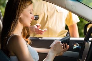 Auch eine Straftat kann beim Führerschein auf Probe als A-Verstoß gelten.
