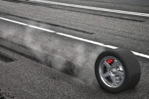 Der Geschwindigkeitsindex steht auf dem Reifen.
