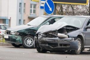 Aufgrund von Sekundenschlaf kann ein Unfall passieren.