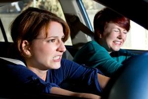 Begehen Sie nach einem Unfall ohne Führerschein zusätzlich Fahrerflucht, drohen weitere Konsequenzen.