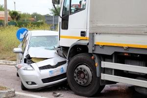 Nach einem Crash sollten Unfallbeteiligte unter anderem ihre Daten austauschen.