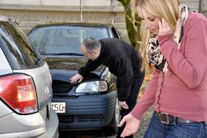 Was tun nach einem Autounfall? Müssen Sie die Polizei rufen?
