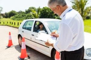 Nachschulung für Führerschein-Neulinge: Die Kosten beinhalten vier Sitzungen und eine Fahrprobe.