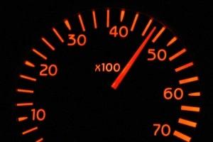 3 km/h oder 5 km/h Toleranz bei der Geschwindigkeitsmessung? Der Toleranzabzug ist u.a. vom Gerät abhängig.