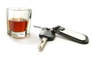 Geldbuße statt Geldstrafe: Alkohol am Steuer kann als Ordnungswidrigkeit gewertet werden.
