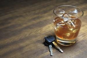 Alkohol am Steuer kann den Führerschein gefährden.